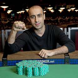 Alaei sporting a new look and his third WSOP bracelet.