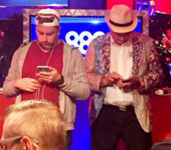 Players are routinely checking their phones in between hands at the WSOP.