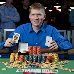 The smile says it all - Tieman claims his first WSOP bracelet.