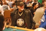 Late arrival proves costly for Hellmuth